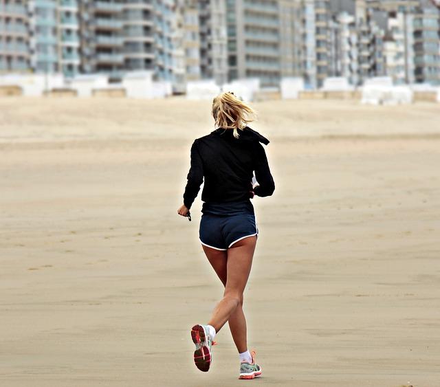 běh po pláži.jpg