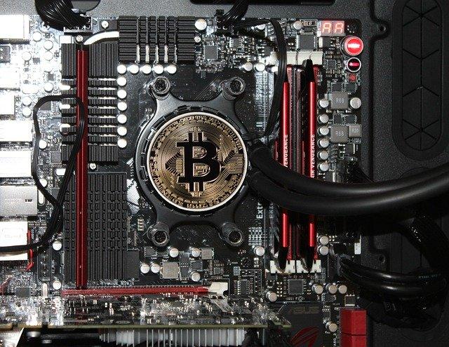 těžba bitcoinů.jpg