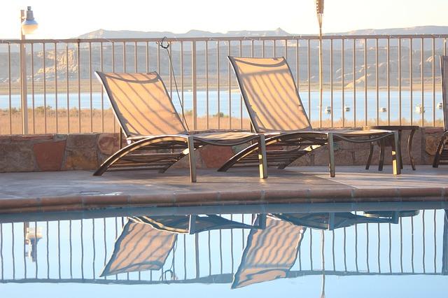 venkovní bazén u moře